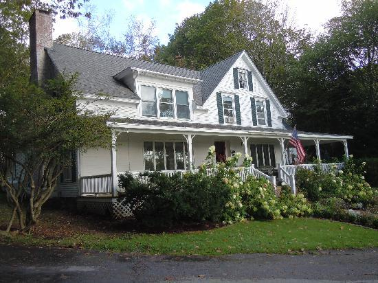 Timbercliffe Cottage Bed & Breakfast Inn: Decorated for Fall!
