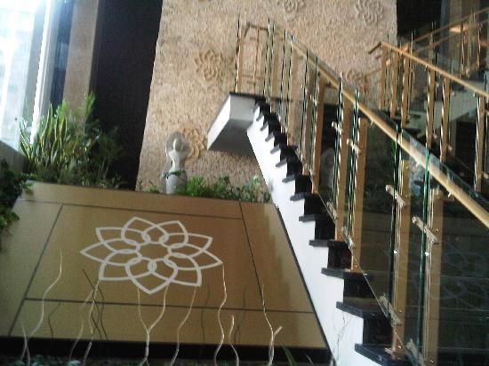 Golden Flower: Hotel lobby