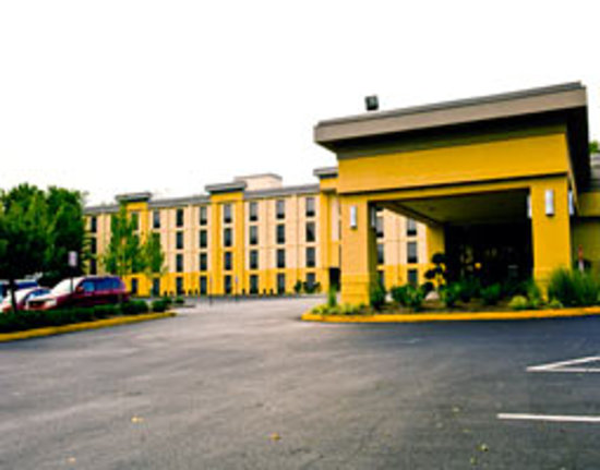 La Quinta Inn &amp; Suites Baltimore South Glen Burnie: La Quinta Inns &amp; Suites Baltimore South Glen Burnie Exterior Day View