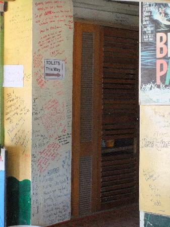 Mana Lagoon Backpackers: Every wall is full of positive comments from other travellers.