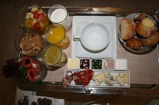 Playa de Fanabe, Spanien: Gourmet breakfast in our room