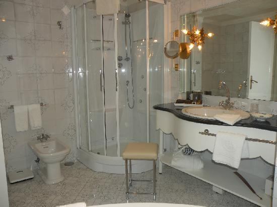 shower with six jets picture of la scalinatella capri tripadvisor. Black Bedroom Furniture Sets. Home Design Ideas