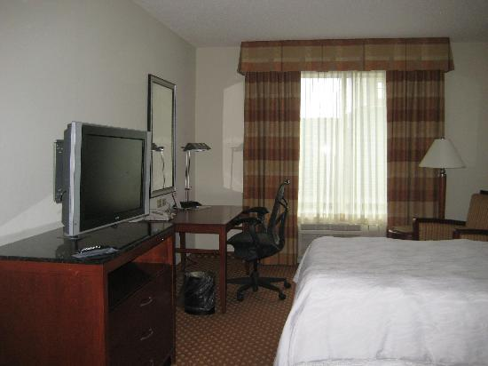 Hilton Garden Inn Harrisburg East: bedroom pic 3
