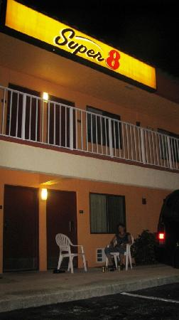 Super 8 Motel Naples/Marco Island: Auf unseren erkmpften Plastiksthlen