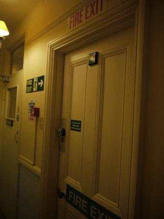 Blyth Hotel: Notice for the emergency access handle that we were told wasn&#39;t working!