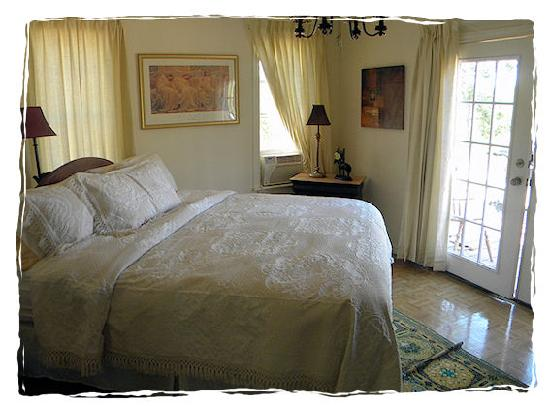 A Comfort Getaway Guesthouse: Great King Size bed awaits