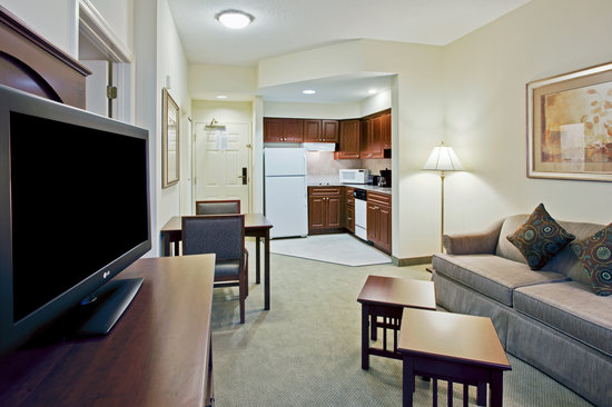 Staybridge Suites Orlando Airport South: Full Kitchens!