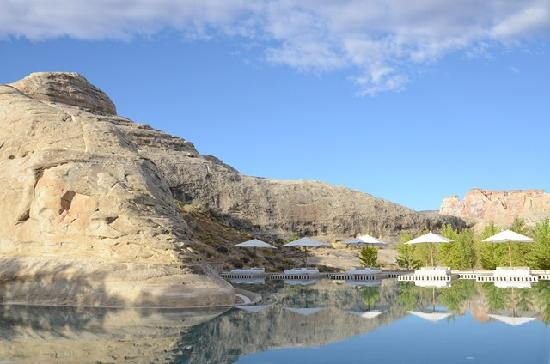 Amangiri: Swimming Pool around base of 100 year old mountain