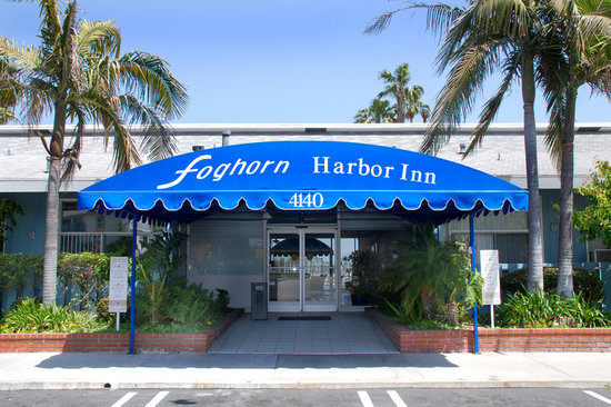 Foghorn Harbor Inn Hotel: Entry to Hotel