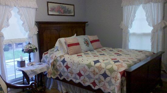 Apple Blossom Inn: Blue room