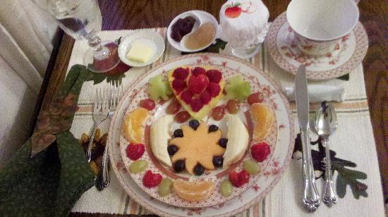 Apple Blossom Inn: Fruit plate