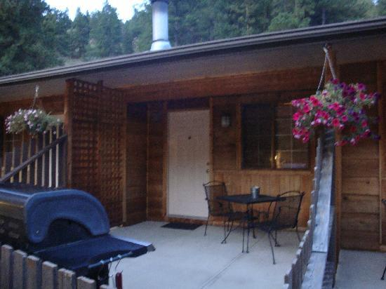 Timber Creek Chalets: semi private patio with gas grill
