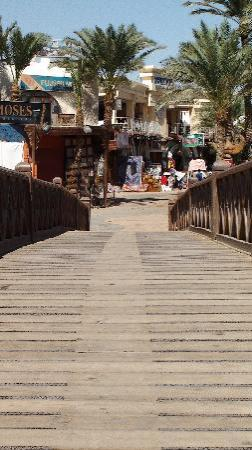 Sea Stars Apartments: The bridge at Dahab promenade