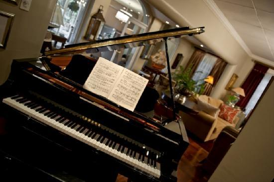 The Residence Boutique Hotel: Piano at entrance