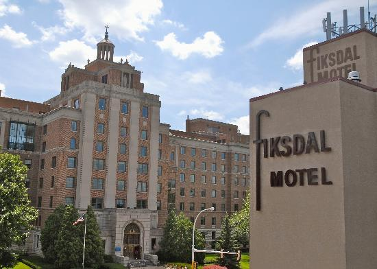 The Fiksdal Hotel and Suites: Directly Across from St. Marys Hospital