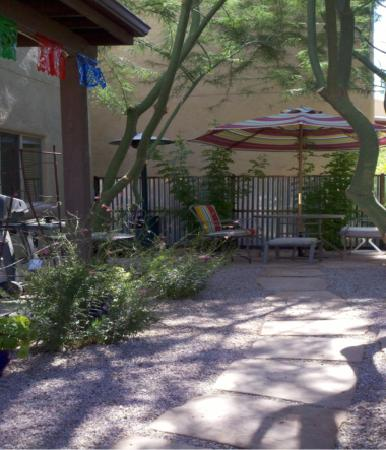 Inn at Civano: Back Patio, seating for 10, Gas Grill, mister or heater
