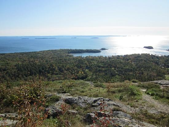 Camden Harbour Inn: Mt Battie lookout to Camden