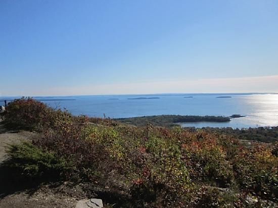 Camden Harbour Inn: Mt Battie northern view