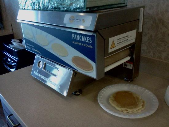 Holiday Inn Express Gibson: Pancake machine