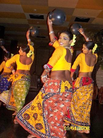Bentota Beach Hotel: The entertainment