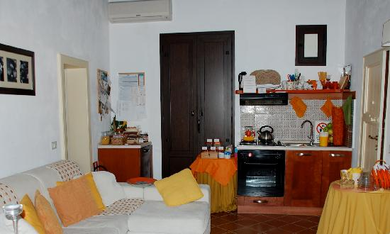 I Colori del Vento: reception area and kitchen