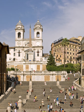 Hotel Hassler: View from Piazza di Spagna