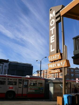Geary Parkway Motel: Noisy 24-7 Bus stations right next to the rooms
