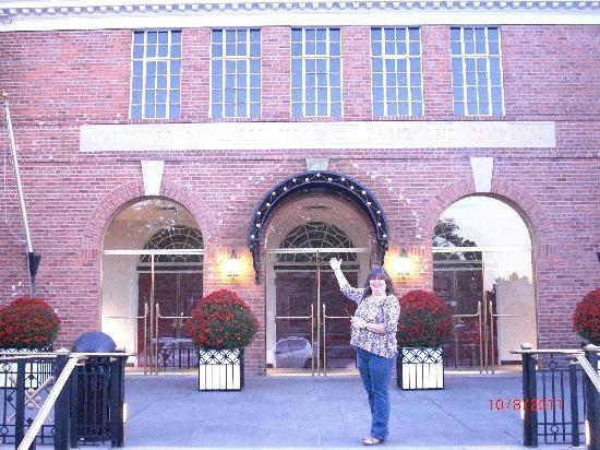 Lake Front Hotel: The Hall !!!