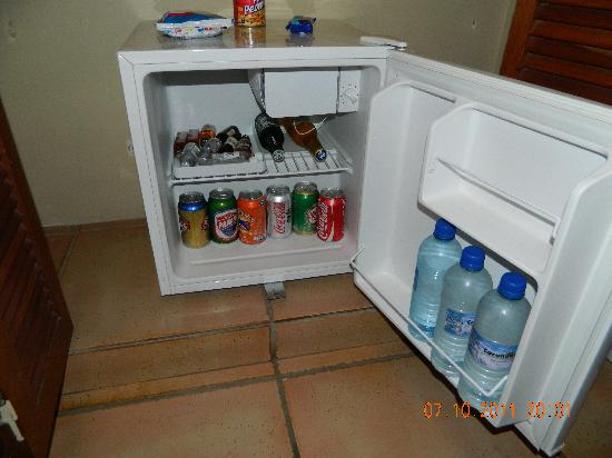 Coronado Golf & Beach Resort: Mini Bar de la habitación