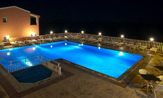 Agios Stefanos, Греция: Pool at night