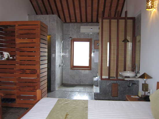 Ancient House River Resort & Spa: Delux Room - joined bathroom