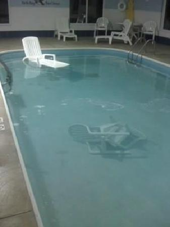 Port Clinton, OH: Chairs floating in the pool...