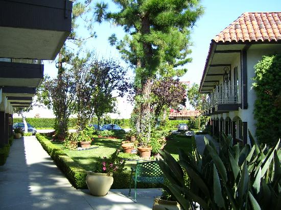 Laguna Hills Lodge: The garden area