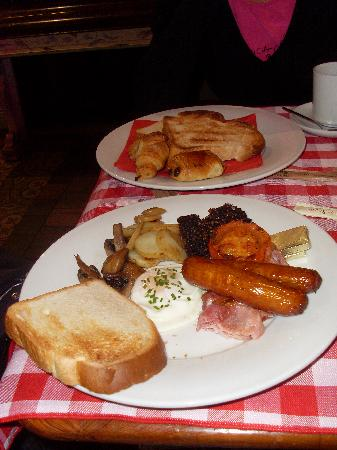 Le Cirk Hotel: Irish and continental breakfast
