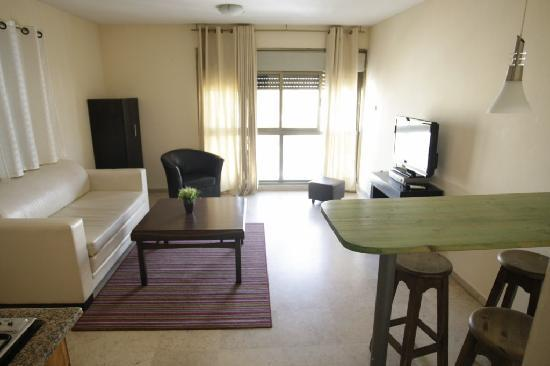 Dizengoff Beach Apartments: living room