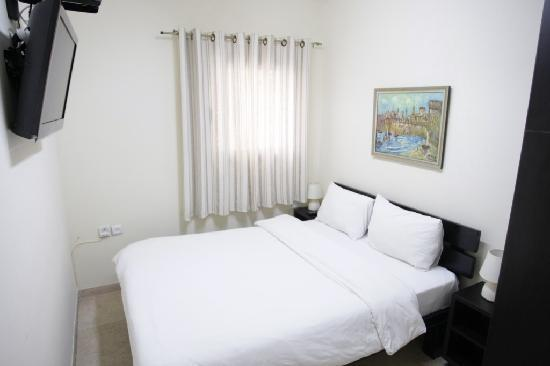 Dizengoff Beach Apartments: bedroom