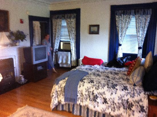 The Tipsy Butler Bed and Breakfast: Butler's Room - please excuse the mess