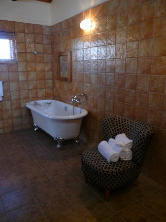 Sea Breeze Guesthouse: The huge bathroom (part 1!)