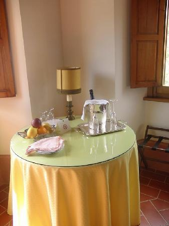 Relais San Pietro in Polvano: Prosecco for us!