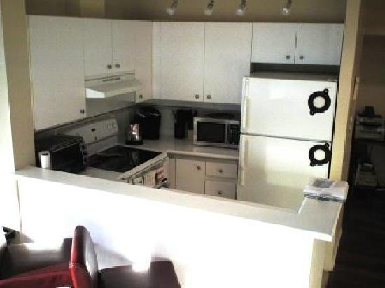 The Electra Suites: kitchen