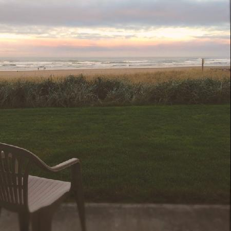 Driftwood Shores Inn: Morning room view...