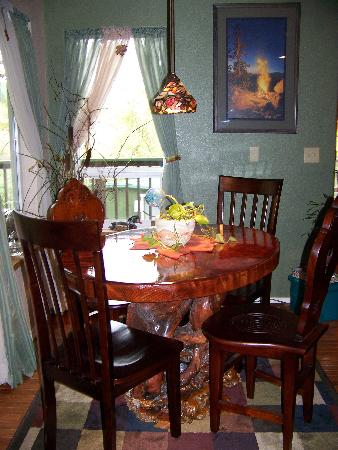 ‪‪Daybreak Haven B&B‬: Have breakfast at our one of a kind handmade table‬