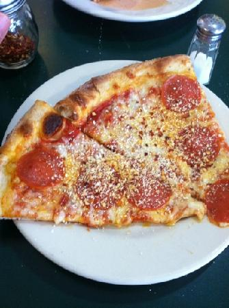 Cantina Mamma Lucia: This is buffet pizza. I couldn't find the professional pictured gourmet pizza.
