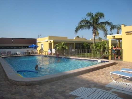 Redington Beach, FL: Here&#39;s the pool area