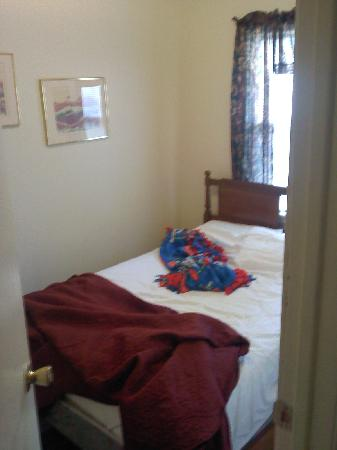 Anchor Motel and Cottages: Bedroom of Cottage