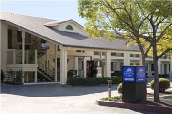 Americas Best Value Inn & Suites - Wine Country: Exterior