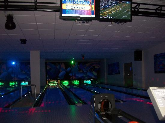 Split Rock Resort & Golf Club: Bowling alley