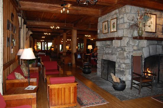 High Hampton Inn & Country Club: The Inn Fireplace