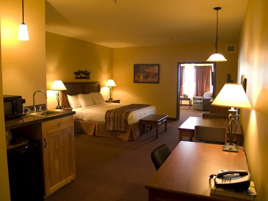 Arbuckle Lodge: Whirlpool suite with fireplace