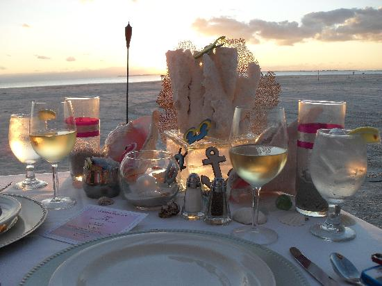 Pink Shell Beach Resort & Marina: Sunset dinner on beach.  Table set up is awesome